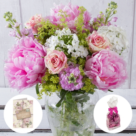 Make them smile with this extra special birthday gift of flowers, chocolates and card.<br/><br/>