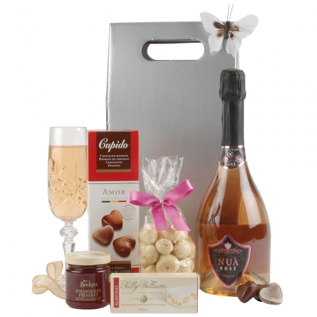 A sumptuous and mouth-watering selection of delectable delights make this a superb gift bag to send for an extra special occasion.<br /><br />