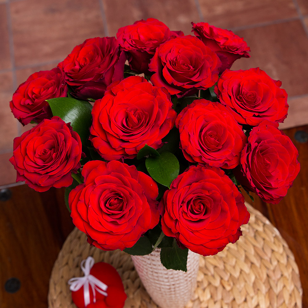 What better way to say 'I love you' than with a timeless classic bouquet of a dozen red Roses?<br /><br />12 elegant Upper Class red Roses are beautifully complemented with glossy deep green Ruscus leaves, creating a simple but stunning romantic bouquet.<br /><br />Bunches red Roses are grown on a 'Fair Flowers Fair Plants' approved farm and are selected for long vase life. They are packed with care and incorporate a 'water cube' to ensure they arrive hydrated and in excellent condition.<br /><br />*This gift is pictured in full bloom. Our roses are delivered as fresh as possible so it may take 1-2 days to fully open.